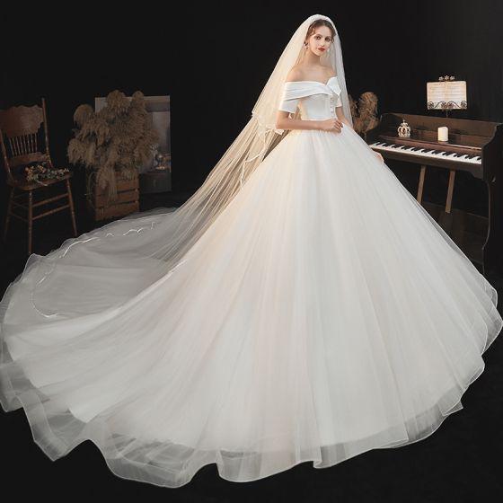 Modest / Simple Elegant Ivory Wedding Dresses 2021 A-Line / Princess Off-The-Shoulder Short Sleeve Backless Royal Train Wedding