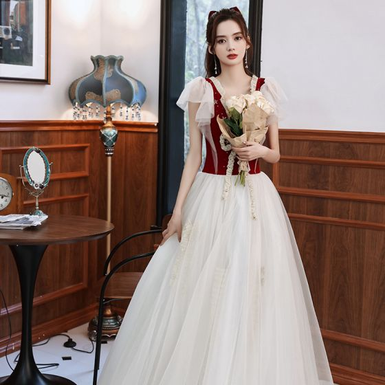 Härlig Burgundy Balklänningar 2021 Prinsessa V-Hals Beading Korta ärm Halterneck Rosett Långa Formella Klänningar
