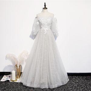 Viktorianischer Stil Silber Weiß Durchsichtige Ballkleider 2020 Prinzessin Rundhalsausschnitt Geschwollenes 3/4 Ärmel Applikationen Spitze Perlenstickerei Lange Rüschen Rückenfreies Festliche Kleider