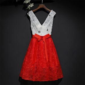 Encantador Rojo Vestidos Formales 2017 Con Encaje Flor Bowknot Cortos V-Cuello Sin Mangas A-Line / Princess Vestidos de graduación