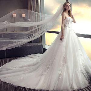Affordable White Wedding Dresses 2018 A-Line / Princess Strapless Sleeveless Backless Lace Appliques Flower Pearl Ruffle Chapel Train