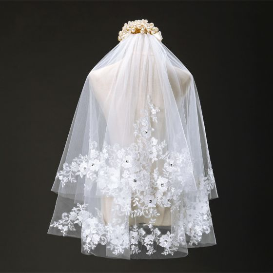 Chic / Beautiful 2017 White Lace Appliques Tulle Lace Tiara Wedding Veils