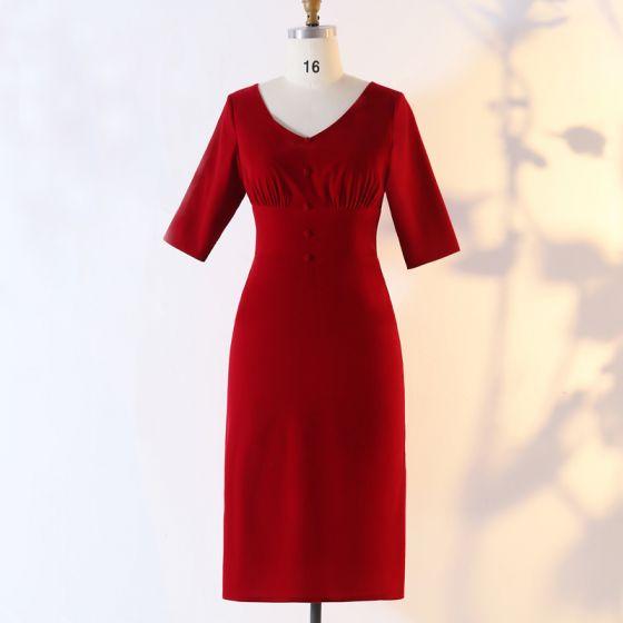 Mode Burgunderrot Übergröße Abendkleider 2020 Knielang A Linie V-Ausschnitt Kurze Schaltflächen Rüschen Handgefertigt Einfarbig Sommer Abend Festliche Kleider