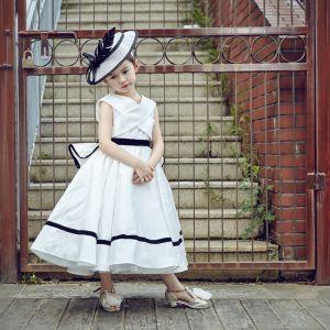 Mooie / Prachtige Kerk Jurken Voor Bruiloft 2017 Bloemenmeisjes Jurken Witte A lijn Tea-length Cascading Ruches V-Hals Mouwloos Gordel
