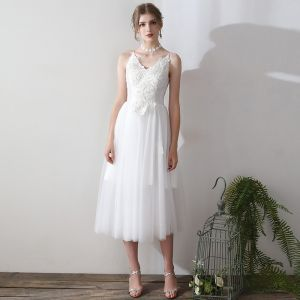 Modern / Fashion White Tea-length Wedding 2018 A-Line / Princess V-Neck Lace-up Tulle Appliques Backless Wedding Dresses