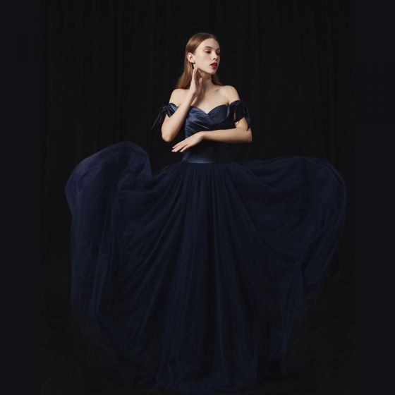 Modern / Fashion Navy Blue Prom Dresses 2018 A-Line / Princess Off-The-Shoulder Short Sleeve Sweep Train Ruffle Backless Formal Dresses