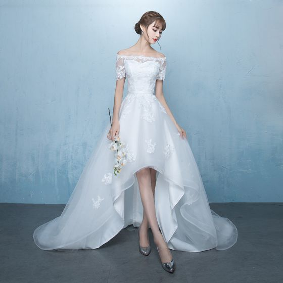 Elegante Weiß Asymmetrisch Brautkleider / Hochzeitskleider 2019 A Linie Off Shoulder Stoffgürtel Spitze Blumen Kurze Ärmel Rückenfreies