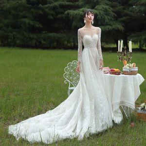 Charmig Champagne Bröllopsklänningar 2019 Prinsessa Urringning Långärmad Halterneck Paljetter Beading Domstol Tåg Ruffle