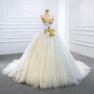 Luksus Hvit Bryllups Brudekjoler 2020 Ballkjole Kjæreste Uten Ermer Ryggløse Appliques Blonder Håndlaget Beading Chapel Train