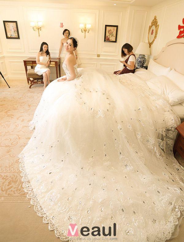 Une Ligne Princesse Chérie Dentelle Applique Strass Robe De Mariée Avec Une Longue Queue