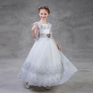 Chic / Beautiful Silver Flower Girl Dresses 2018 A-Line / Princess Scoop Neck 3/4 Sleeve Appliques Lace Flower Sash Floor-Length / Long Ruffle Wedding Party Dresses