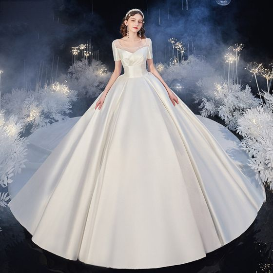 Mode Champagne Satijn Bruids Trouwjurken 2020 Baljurk Vierkante Halslijn Korte Mouwen Ruglooze Cathedral Train Ruche