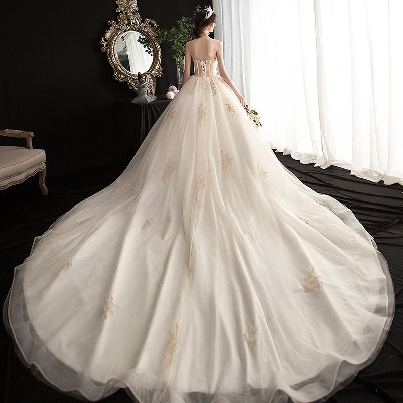 Affordable Champagne Wedding Dresses 2019 Ball Gown Sweetheart Sleeveless Backless Beading Appliques Lace Cathedral Train Ruffle