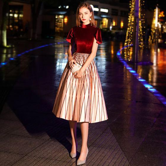 Chic / Beautiful Burgundy Striped Homecoming Graduation Dresses 2019 A-Line / Princess High Neck Suede Short Sleeve Tea-length Formal Dresses
