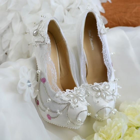 Charming White Wedding Shoes 2019 Beading Butterfly Pearl Rhinestone Lace Flower 14 cm Stiletto Heels Wedding Round Toe Pumps