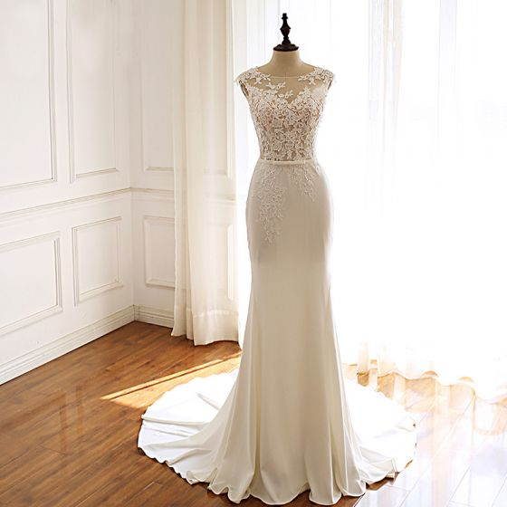 Modern / Fashion Ivory Pierced Wedding Dresses 2019 Trumpet / Mermaid Scoop Neck Sleeveless Appliques Lace Bow Sash Court Train Ruffle