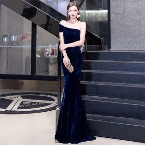 Elegant Solid Color Navy Blue Evening Dresses  2020 Trumpet / Mermaid Suede One-Shoulder Sleeveless Backless Floor-Length / Long Formal Dresses