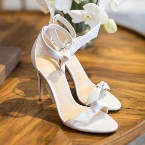 Sexy Marfil Fiesta Sandalias De Mujer 2020 Cuero Correa Del Tobillo Bowknot 10 cm Stilettos / Tacones De Aguja Peep Toe Sandalias