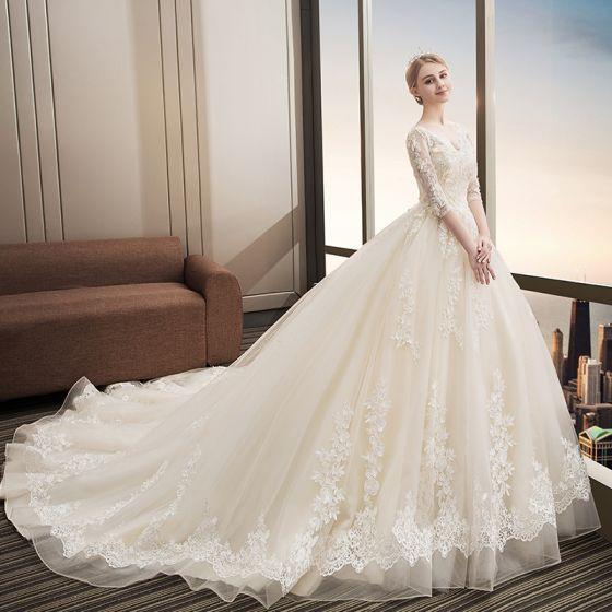 Snygga / Fina Champagne Bröllopsklänningar 2018 Balklänning Spets Appliqués Paljetter V-Hals Halterneck 1/2 ärm Cathedral Train Bröllop
