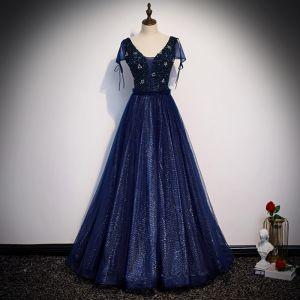 Beste Marineblau Abendkleider 2020 A Linie V-Ausschnitt Kurze Ärmel Perlenstickerei Glanz Tülle Lange Rüschen Rückenfreies Festliche Kleider