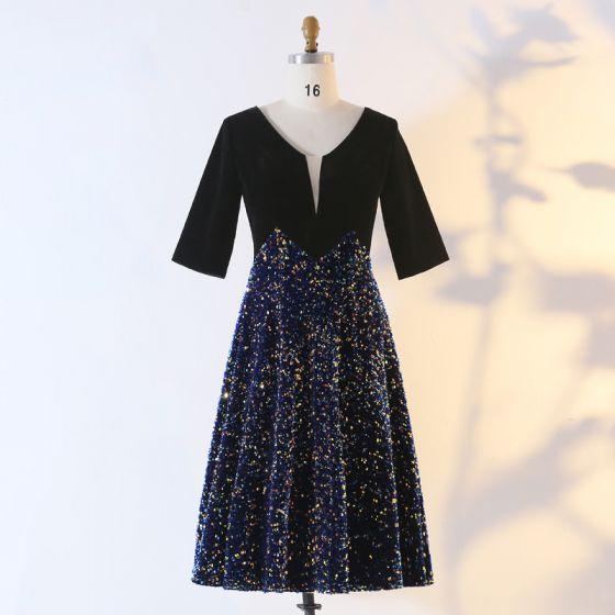 Oszałamiający Błyszczące Czarne Duży Rozmiar Strona Sukienka 2020 Princessa 1/2 Rękawy Głęboki V-Szyja Frezowanie Cekiny Długość do kolan Homecoming Wieczorowe Lato Sukienki Wizytowe