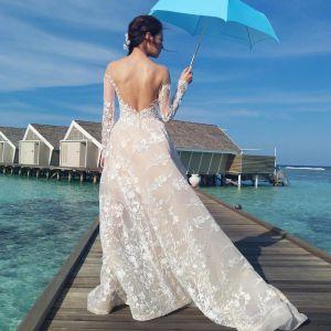 Oszałamiający Szampan Plaża Suknie Ślubne 2017 Princessa Wycięciem Długie Rękawy Zamek Błyskawiczny Się Szampan Przebili Koronkowe Trenem Kaplica Bez Pleców