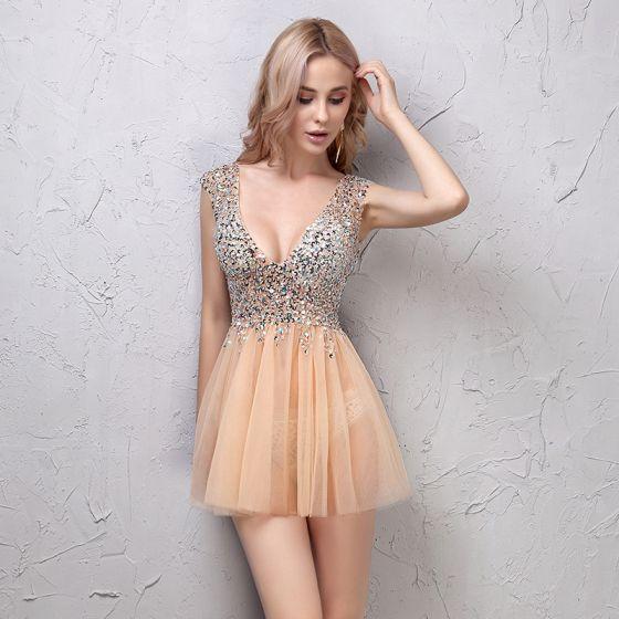 dcec7a4f44 Seksowne Szampan Sukienki Koktajlowe 2019 Princessa Kryształ Cekiny V-Szyja  Bez Pleców Bez Rękawów Krótkie Sukienki Wizytowe