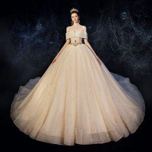 Schöne Champagner Brautkleider / Hochzeitskleider 2020 A Linie Unique Off Shoulder Kurze Ärmel Rückenfreies Perlenstickerei Glanz Tülle Kathedrale Schleppe Rüschen