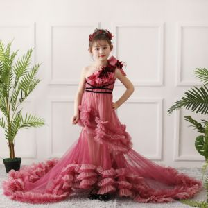 Stunning Red Birthday Flower Girl Dresses 2020 A-Line / Princess One-Shoulder Sleeveless Backless Appliques Flower Beading Feather Court Train Ruffle