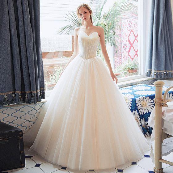Bäst Champagne Bröllopsklänningar 2018 Prinsessa Älskling Ärmlös Halterneck Beading Långa Ruffle