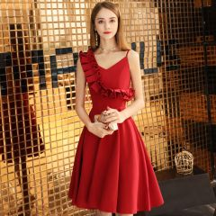 Modest / Simple Burgundy Homecoming Graduation Dresses 2019 A-Line / Princess Spaghetti Straps Sleeveless Backless Knee-Length Formal Dresses