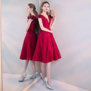 Chic / Beautiful Burgundy Homecoming Graduation Dresses 2019 A-Line / Princess Deep V-Neck Beading Lace Flower Cap Sleeves Backless Tea-length Formal Dresses