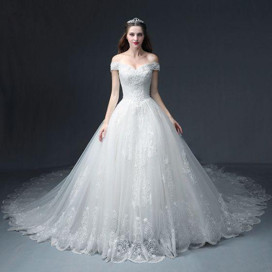 Luksusowe Białe Suknie Ślubne 2018 Princessa Przy Ramieniu Kótkie Rękawy Bez Pleców Aplikacje Z Koronki Frezowanie Cekinami Tiulowe Wzburzyć Trenem Katedra