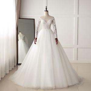 Schöne Ivory / Creme Brautkleider / Hochzeitskleider 2019 A Linie Rundhalsausschnitt Schaltflächen Spitze Blumen Lange Ärmel Sweep / Pinsel Zug