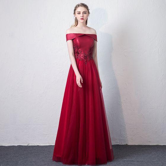 Snygga / Fina Burgundy Balklänningar 2018 Prinsessa Spets Appliqués Beading Av Axeln Halterneck Ärmlös Långa Formella Klänningar
