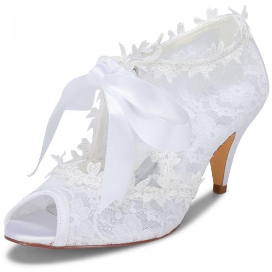 Snygga / Fina Vita Satin Spets Brudskor 2021 Rosett 6 cm Stilettklackar Peep Toe Bröllop Högklackade