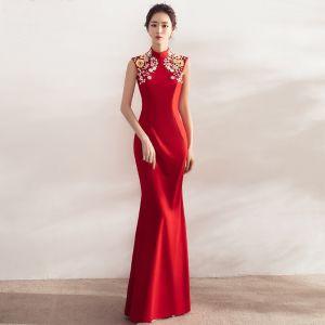 Style Chinois Rouge Robe De Soirée 2017 Trompette / Sirène Col Haut Sans Manches Appliques Fleur Cristal Perle Faux Diamant Longue Dos Nu Robe De Ceremonie