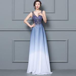 Rabatt Königliches Blau Durchsichtige Abendkleider 2019 A Linie V-Ausschnitt Ärmellos Perlenstickerei Lange Rüschen Festliche Kleider