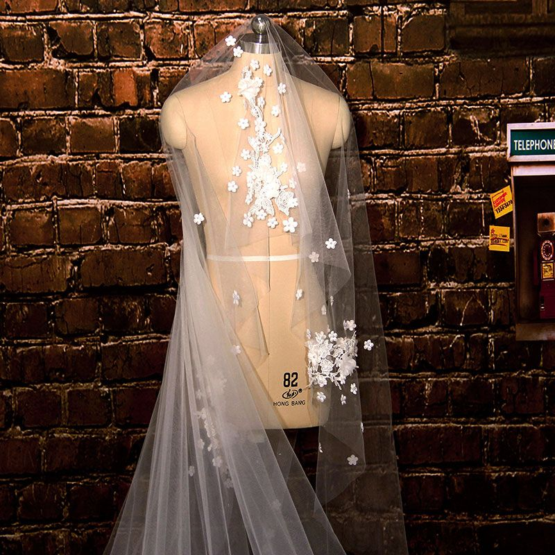 Luxury / Gorgeous 2017 White Appliques Tulle Lace Wedding Veils