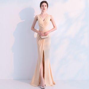 Piękne Szampan Sukienki Wieczorowe 2019 Syrena / Rozkloszowane V-Szyja Bez Rękawów Bez Pleców Długie Sukienki Wizytowe