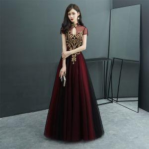Style Chinois Bordeaux Transparentes Robe De Soirée 2019 Princesse Col Haut Manches Courtes Perlage Longue Volants Dos Nu Robe De Ceremonie