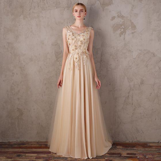 Elegante Gold Abendkleider 2018 A Linie V-Ausschnitt Ärmellos Applikationen Blumen Strass Sweep / Pinsel Zug Rüschen Rückenfreies Festliche Kleider