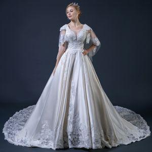 Vintage Champagner Brautkleider Mit Schal 2018 Ballkleid V-Ausschnitt Rückenfreies Applikationen Mit Spitze Perlenstickerei Rüschen Kathedrale Schleppe