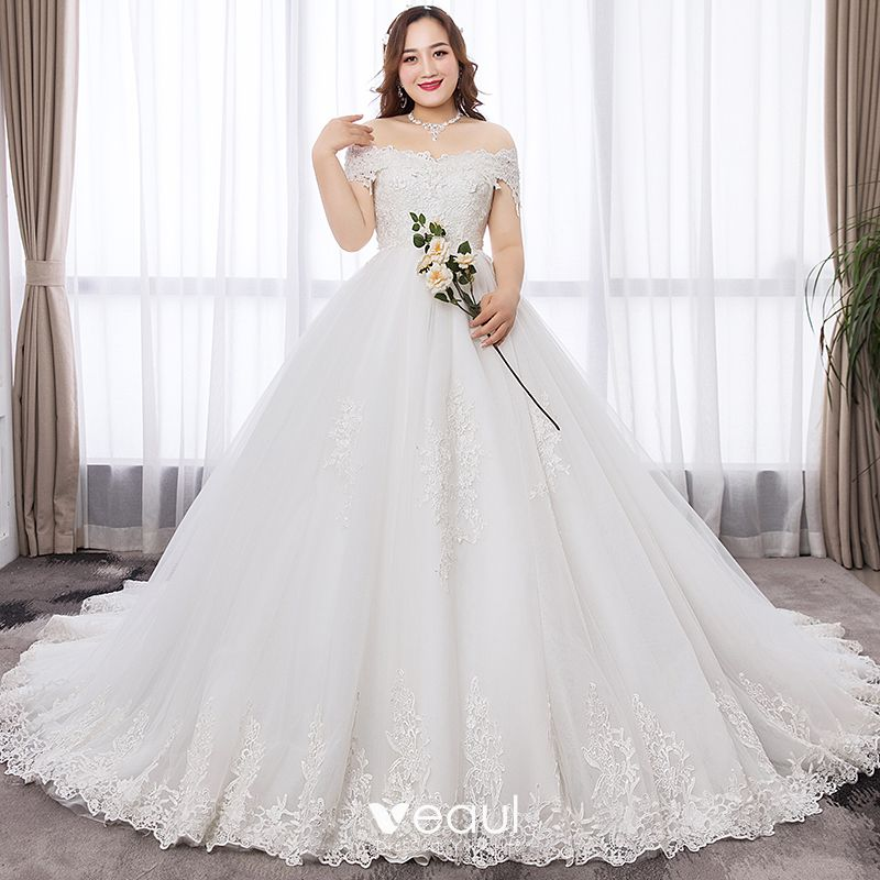 Modest Simple White Ball Gown Plus Size Wedding Dresses 2019 Lace Appliques Backless Embroidered Strapless Chapel Train Wedding
