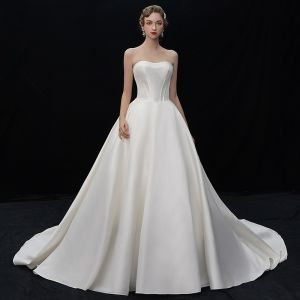 Modest / Simple Champagne Satin Wedding Dresses 2019 A-Line / Princess Sweetheart Sleeveless Backless Chapel Train Ruffle