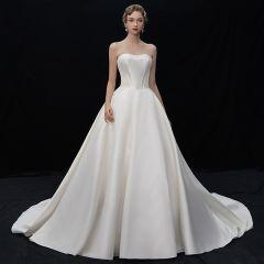 Modest / Simple Ivory Satin Wedding Dresses 2019 A-Line / Princess Sweetheart Sleeveless Backless Chapel Train Ruffle