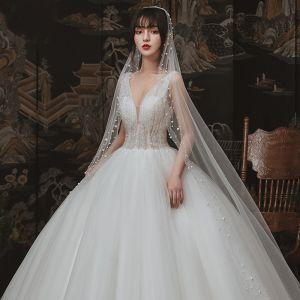 Schöne Ivory / Creme Garten / Im Freien Brautkleider / Hochzeitskleider 2020 Ballkleid Durchsichtige Tiefer V-Ausschnitt Ärmellos Rückenfreies Perlenstickerei Lange Rüschen