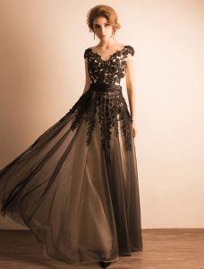 Elegantes Abendkleider 2017 Scoop Ausschnitt Applique Schwarze Spitze Mit Rüsche-schärpe Langes Kleid