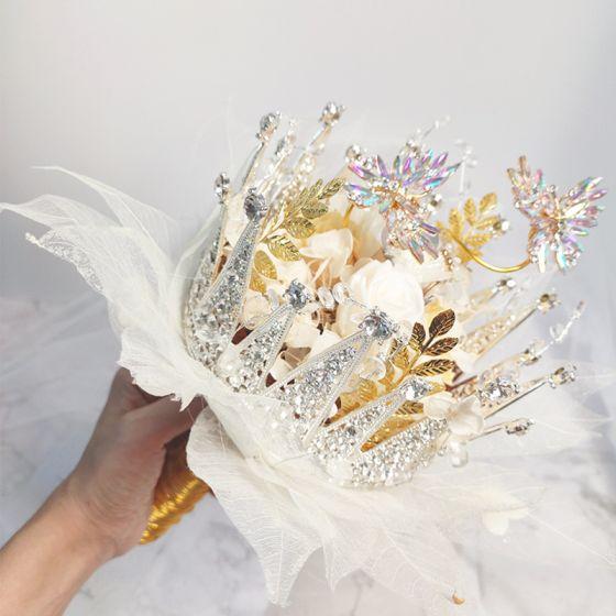 Fantastisk Lögonfallande Vita Brudbukett 2020 Metall Tyll Appliqués Beading Kristall Rhinestone Handgjort Bröllop Bal Tillbehör