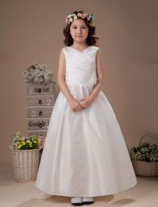 White Sleeveless V-Neck Flower Decorated Beaded Taffeta Flower Girl Dress